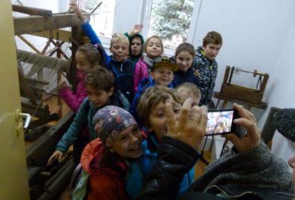 Spotkanie z Białą Damą i Zbójnikiem – wizyta w szkolnym muzeum.